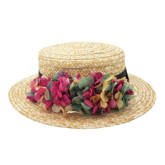 Canotier con Flores Frontales en Tonos Rosas