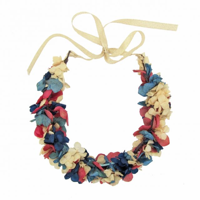Corona de Flores con Lazo Azul y Rojo