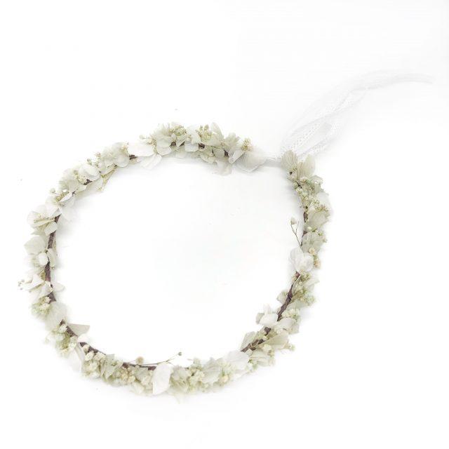 Corona de Flores con Lazo Blancos