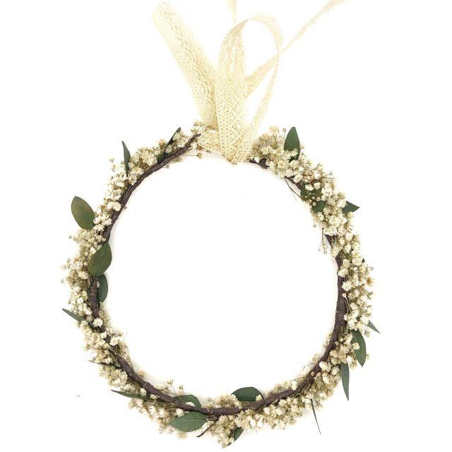 Corona de Flores con Lazo Paniculata Blanca con Hojas