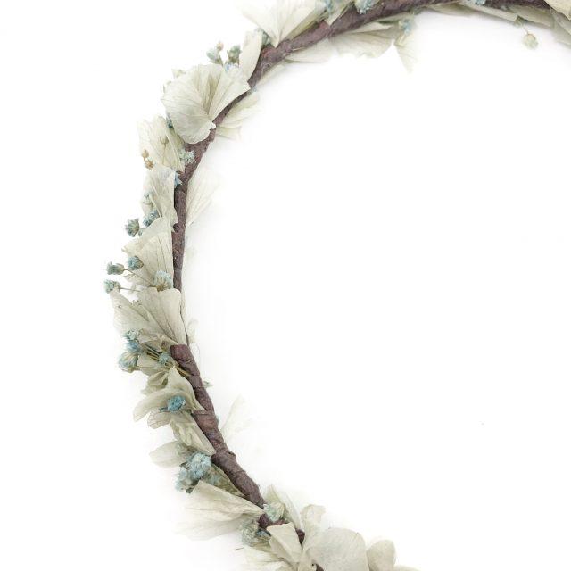 Corona de Flores con Lazo Azul